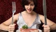 ماذا يحدث عند تناول الطعام بسرعة كبيرة؟