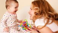 أضرار الجلوس المبكر للطفل