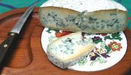 الفوائد الصحية لتناول الجبنة الزرقاء, أو المعفنة