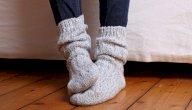 أسباب برودة القدمين