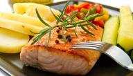 طريقة عمل سمك السلمون المحمر بالخضار