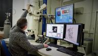 من هو مخترع المجهر الإلكتروني