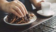 ما هو الأكل المشتت؟ أو الأكل دون وعي؟