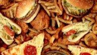 هل هناك أطعمة تزيد من الاكتئاب؟