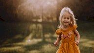 نوع الأحذية المناسبة للطفل حديث المشي
