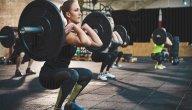 هل تؤثر رياضة رفع الأثقال على النساء سلبًا؟