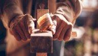 أفضل أنواع الخشب للأثاث: احذر فليست كل الأنواع مناسبة!