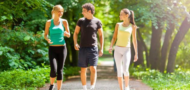 فائدة ممارسة المشي بشكل يومي