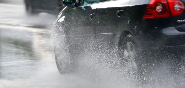 نصائح لقيادة آمنة خلال المطر