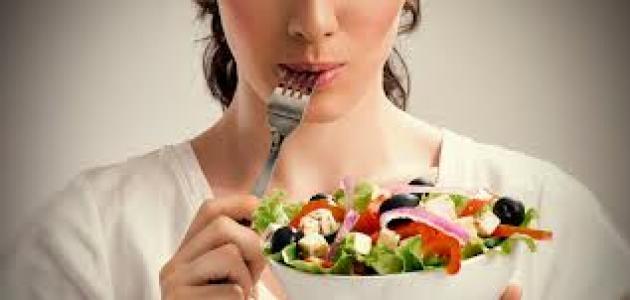 خدع بسيطة تساعدك في تناول كمية أقل من الطعام