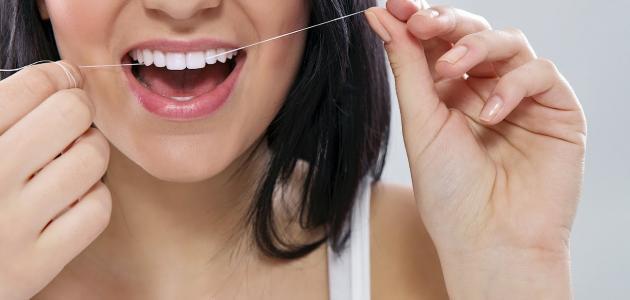 فوائد استخدام خيط الأسنان الطبي