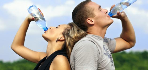 كم من الماء عليك أن تشرب في اليوم؟