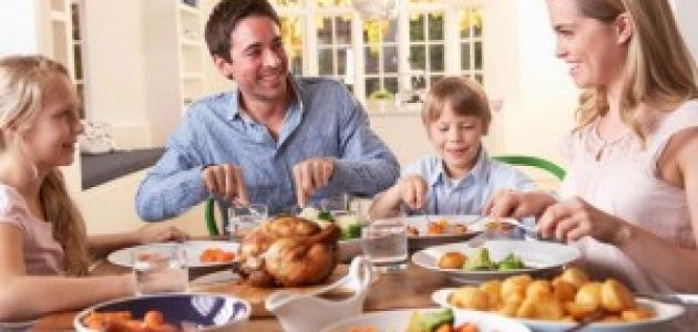 فوائد تناول العشاء في وقت مبكر