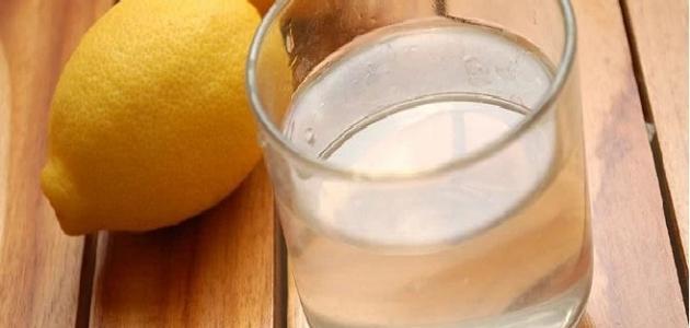 لماذا يجب أن نشرب الماء بالليمون في الصباح