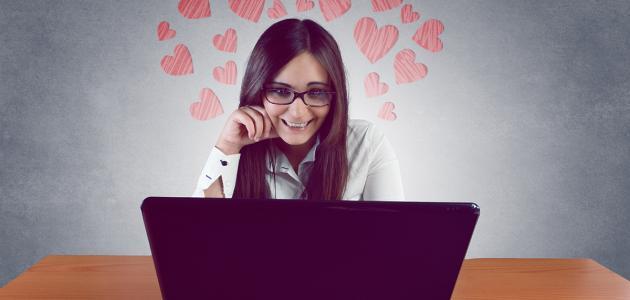 كيف يمكن للفتاة معرفة حب الشاب لها