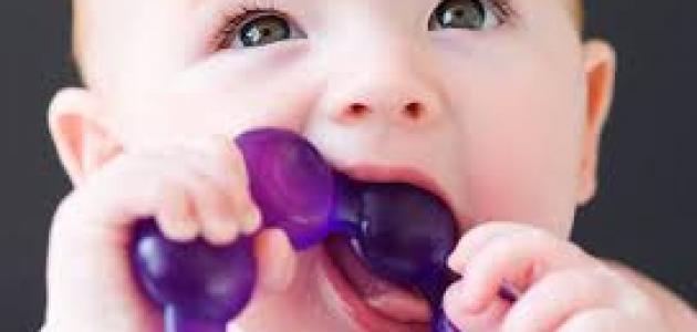 ما اعراض التسنين عند الرضع