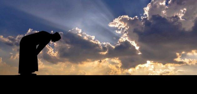 كيف كان يصلي الرسول