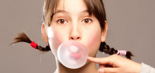 فوائد العلكة في علاج الحموضة