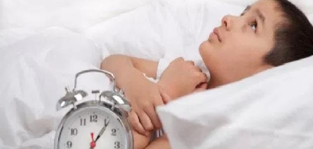 كيفية تعويد الطفل على النوم مبكرا