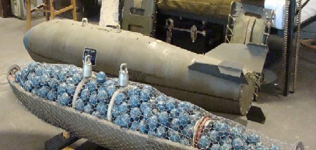 ما هي القنابل العنقودية