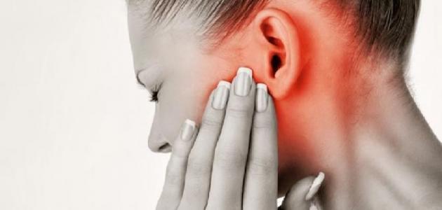 أسباب ظهور ورم خلف الأذن