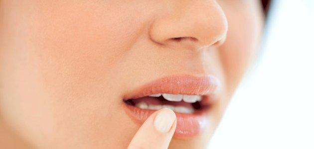هل يوجد علاج للحمو في الفم بالأعشاب؟ وما رأي العلم؟