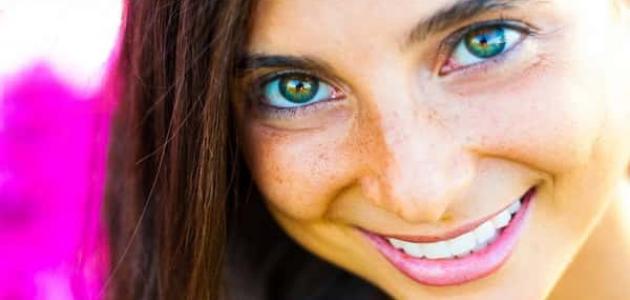 كيفية تغيير لون العين طبيعيا