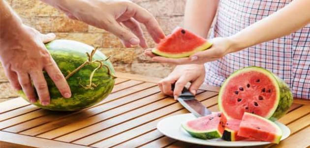 أضرار البطيخ على القولون