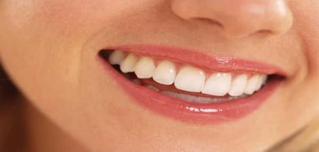 كيفية تبييض الأسنان بالملح