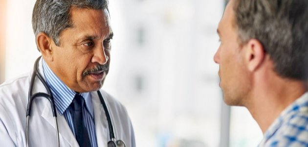 علاج مرض بيروني بالأعشاب: حقيقة أم خرافة قد تضرّك؟