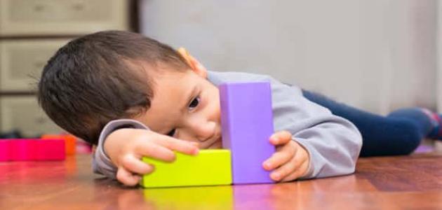 أعراض التوحد عند الأطفال بعمر سنتين