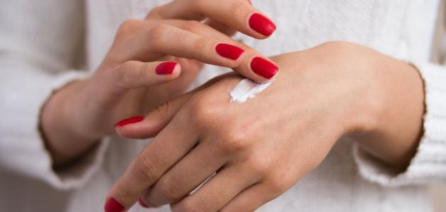 أسباب جفاف اليدين والقدمين