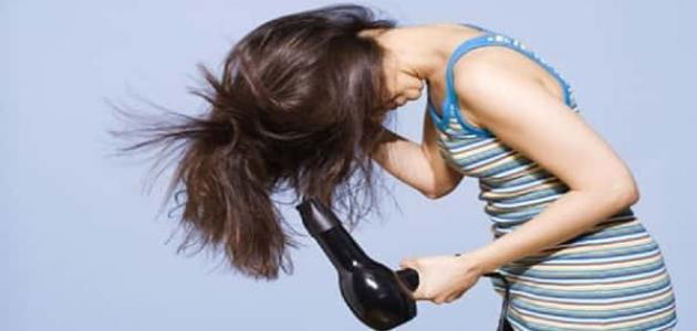 أضرار مجفف الشعر على الشعر المبلول