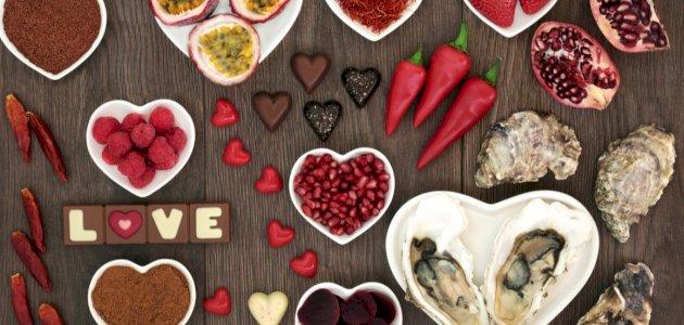 هل هناك أطعمة لزيادة الرغبة الجنسية عند الرجل والمرأة؟