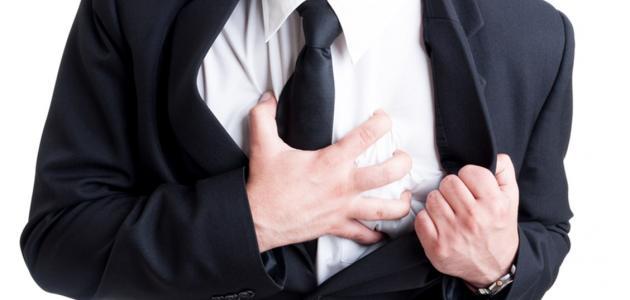 أسباب وأعراض احتشاء عضلة القلب