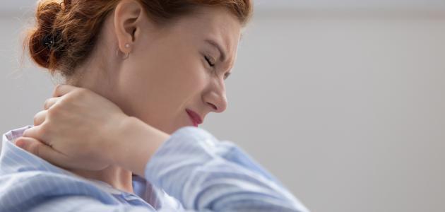 أعراض الكيس الدهني في الرقبة
