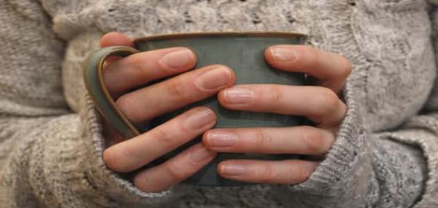 أسباب برودة اليدين