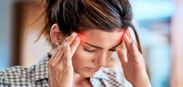 علاج الصداع النصفي بالأعشاب: حقيقة أم خرافة قد تضرك؟