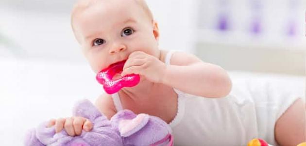 مراحل نمو الطفل بعد الولادة