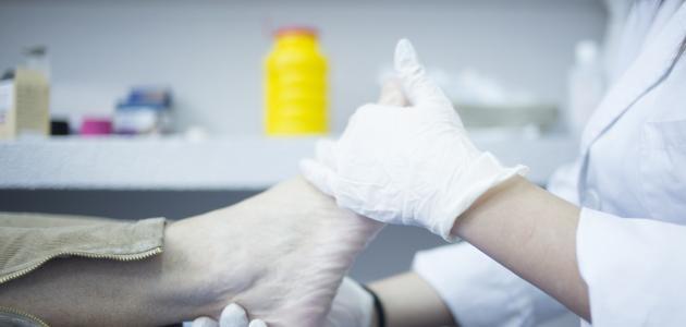 أسباب ألم مشط القدم وطرق علاجه