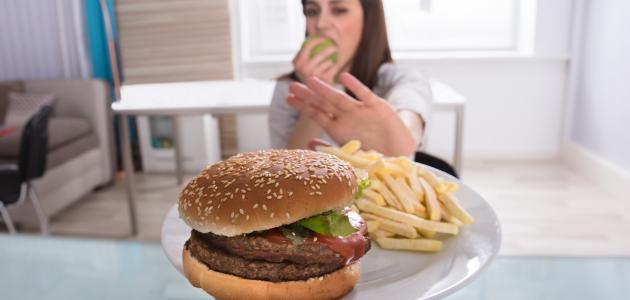 الأكل الممنوع للحامل في الشهور الأولى سطور