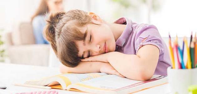 أسباب كثرة النوم والخمول عند الأطفال
