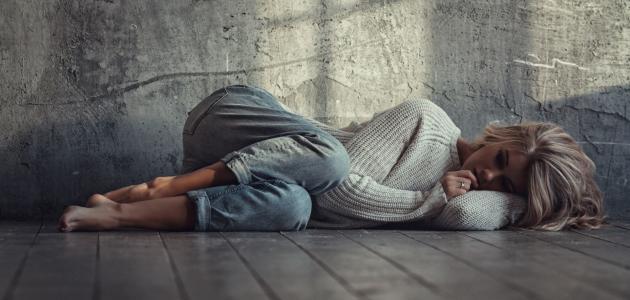 أضرار النوم على الأرض