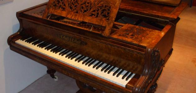 من هو مخترع البيانو