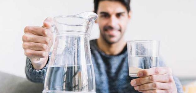 شرب الماء الساخن على المعدة الفارغة