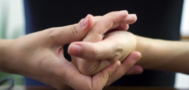 طقطقة الأصابع وأضرارها