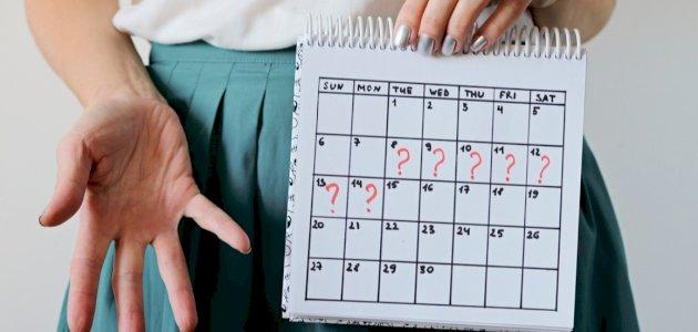 أسباب نزول الدورة الشهرية قبل موعدها بعشرة أيام
