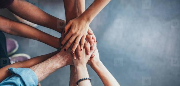 موضوع تعبير عن التعاون بين أفراد المجتمع
