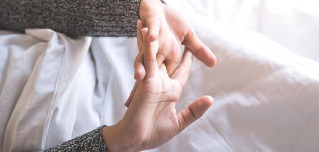 ماذا يحدث عند فرقعة الأصابع