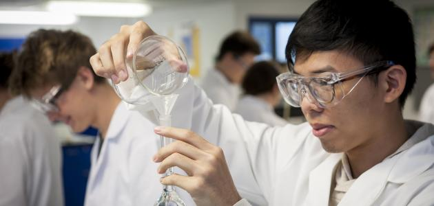 تجارب كيميائية ممتعة للطلاب